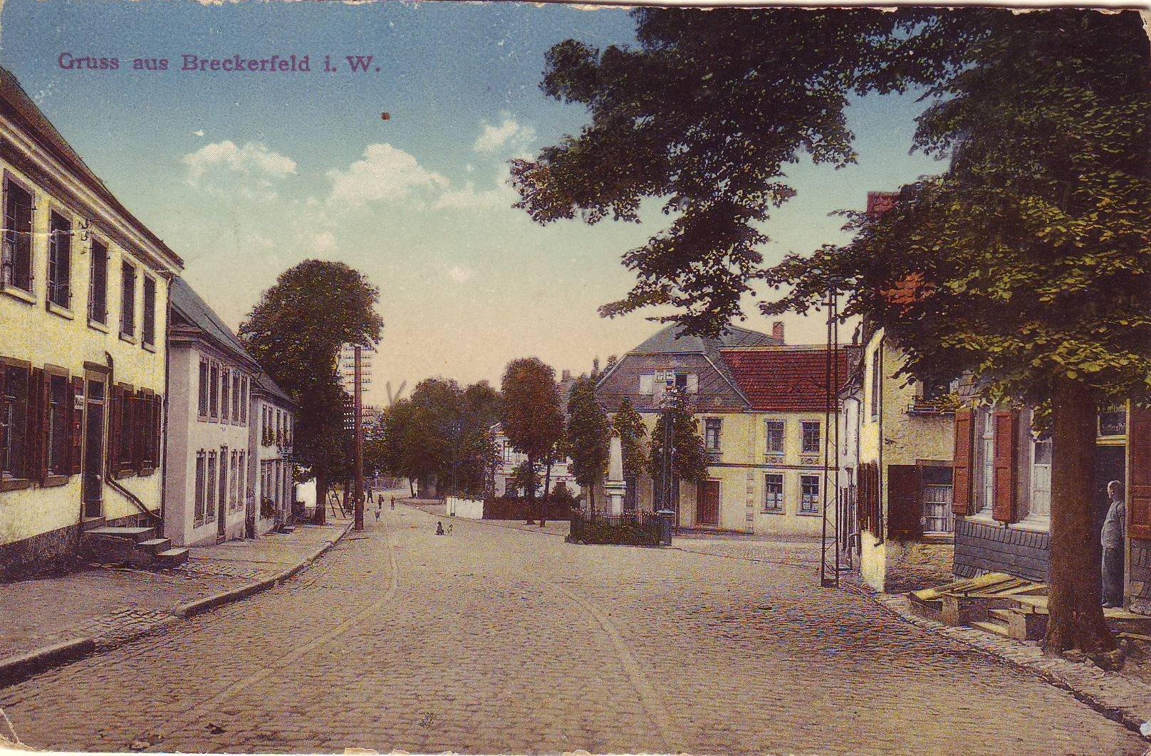 Frankfurter Straße mit Denkmal II