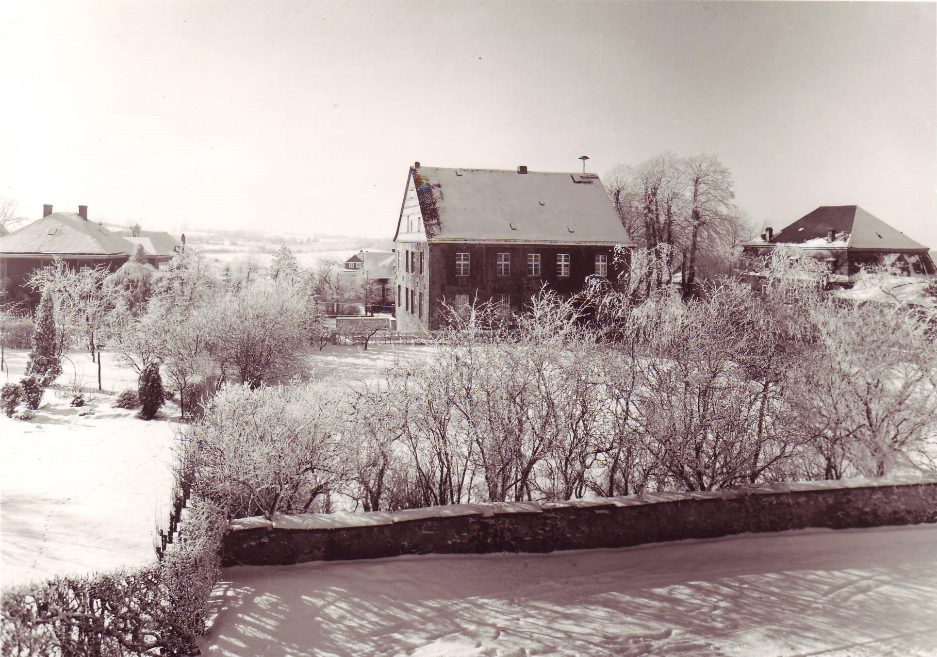 Rathaus-Winter-Rück-A1